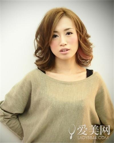 刘海,盖住了部分额头,改变方形脸,a字形的发型设计,时尚干练,很适合图片